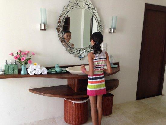 Villa Kubu Seminyak: Bathroom