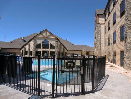 BEST WESTERN PLUS Bryce Canyon Grand Hotel: Innenhof mit Pool