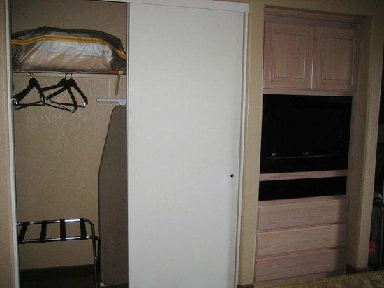 Sedona Summit Resort: closet