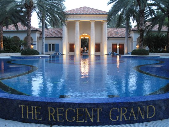 The Regent Grand: the pool