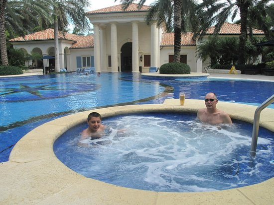 The Regent Grand: pool and hot tub