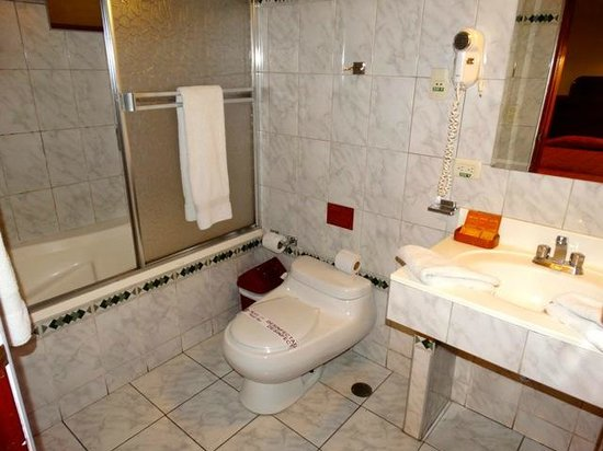 Hotel Munay Wasi : salle de bain