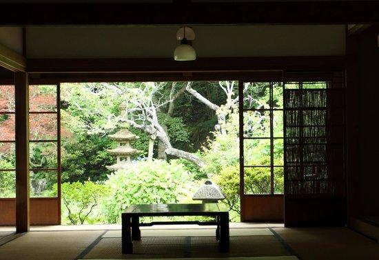 Jochiji Temple: 庫裏から庭の眺め