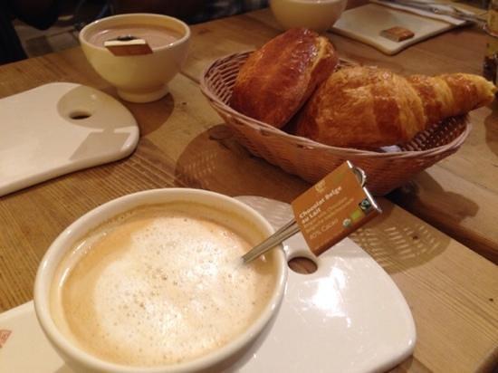 Le Pain Quotidien : Cafe au lait, croissant and brioche