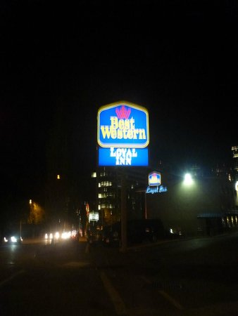 The Loyal Inn: best western sign