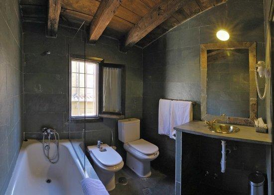 Apartamentos El Tiempo: Baño de un Apartamento