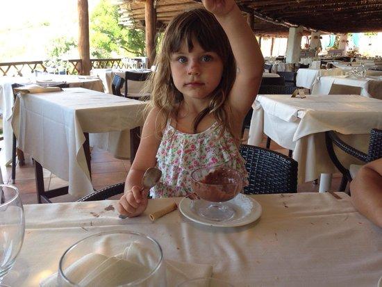 Guendalina mangia il gelato hotel la bisaccia eccellente come sempre