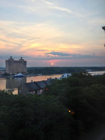 Holiday Inn Express Savannah-Historic District: Sunrise view from room 704