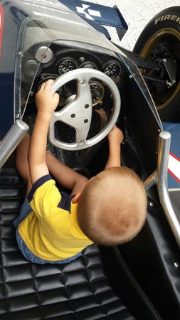 Indianapolis Motor Speedway Museum : Take a picture in a real racing car