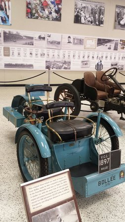 Indianapolis Motor Speedway Museum : Isn´t it cute? Car from XIX century