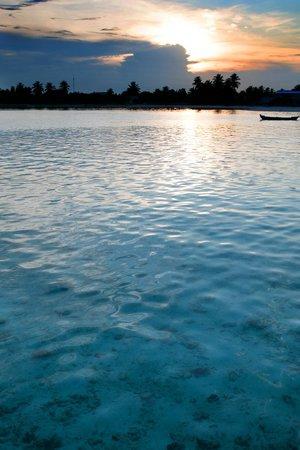Holiday Inn Resort Kandooma Maldives : Вид на соседний остров