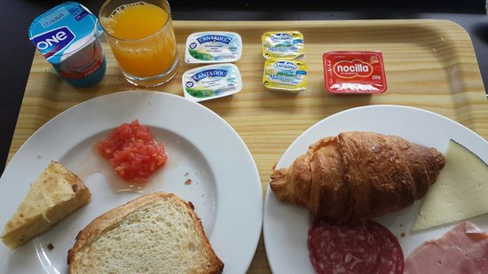 Holiday Inn Express Barcelona City 22: Breakfast at Holiday Inn Express City 22