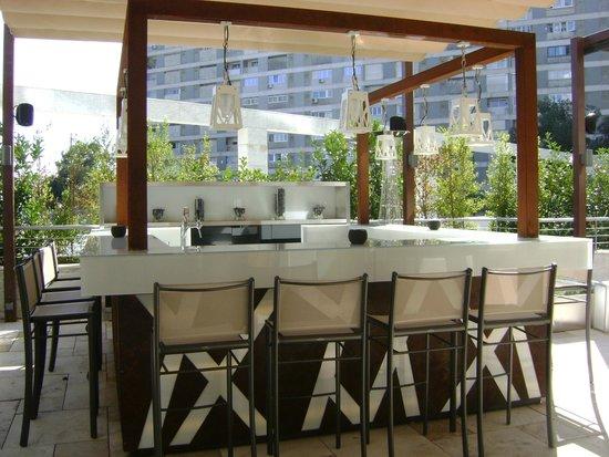 EPIC SANA Lisboa Hotel: Bar externo  - área de lazer