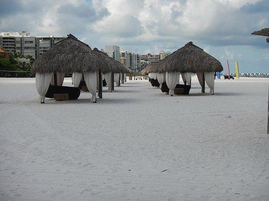 JW Marriott Marco Island Beach Resort: Beach cavanas