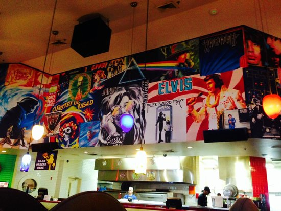 Mellow Mushroom : Cool murals inside Albany location.