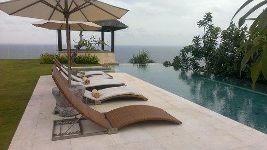 The Ungasan Clifftop Resort: Pool in Villa Nora