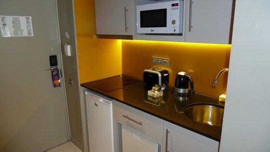 Citadines Ramblas Barcelona : kitchenette