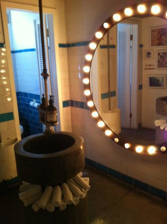 Sea Circus: hip washroom