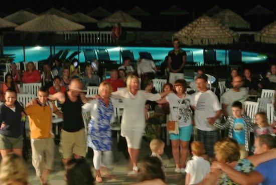 Mediterraneo Hotel: griekse dans mag niet onfbreken