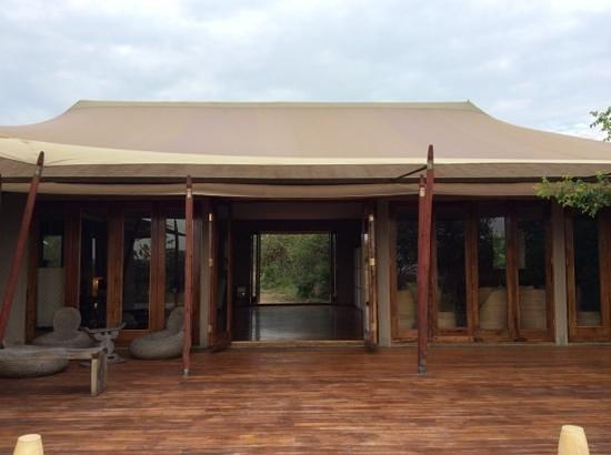 Sayari Camp, Asilia Africa : entrance to lounge at Sayari