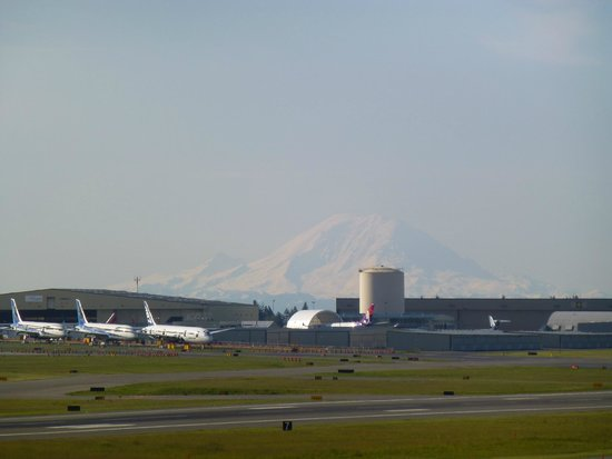 Future of Flight Aviation Center & Boeing Tour : New Planes and Mount Rainer