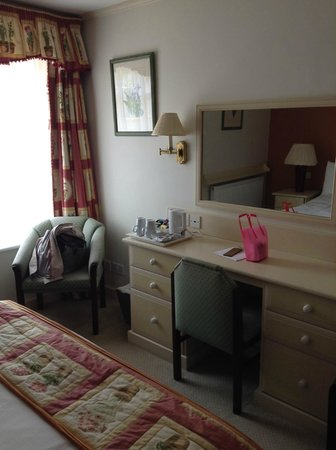 Cotswold Lodge Hotel: our room