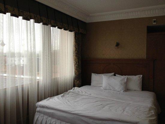 Seven Hills Hotel: Номер угловой