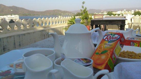 Hotel Aashiya Haveli : Desayuno en la terraza