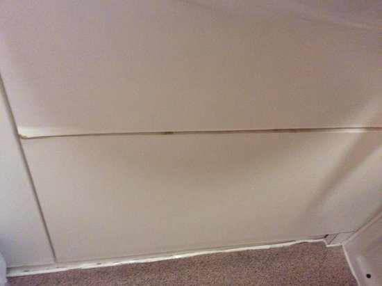 Premier Inn Exeter (Countess Wear) Hotel : Blown panel and dirt beneath sink