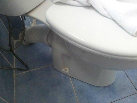 Asitane Hotel : cuvette wc non fixée sdb