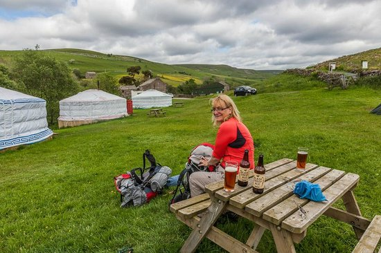 Keld Bunkbarn: Enjoying a cold beer before putting the tent up.