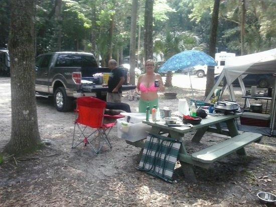 Chassahowitzka River Campground: setting up camp