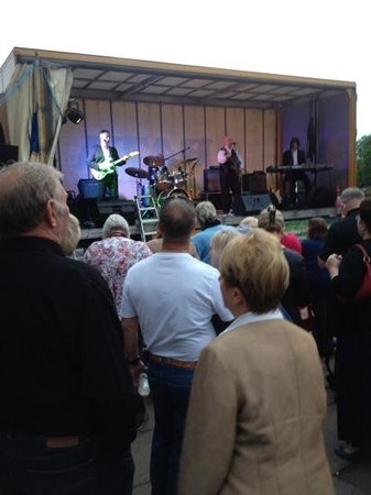 North Yorkshire Moors Railway : one the live bands