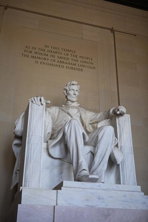 Lincoln Memorial: Solemn Sculpture