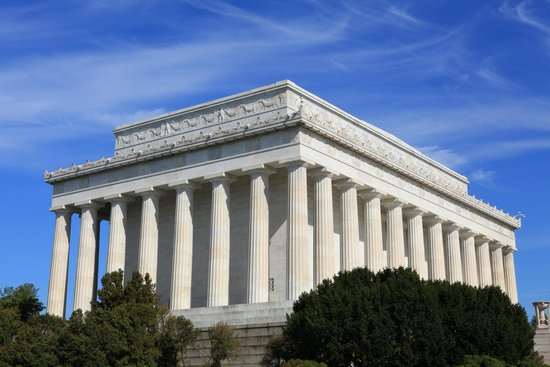 Lincoln Memorial: Nice Solemn Building
