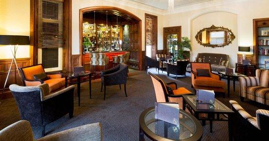 Applegarth Villa Restaurant: Relax in the Bar