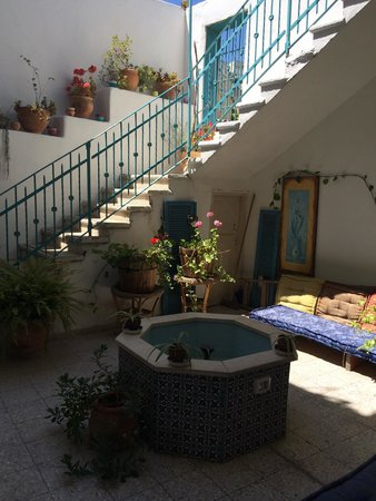 Al-Mutran Guest House : Une petite fontaine intérieure près de laquelle il fait bon se détendre