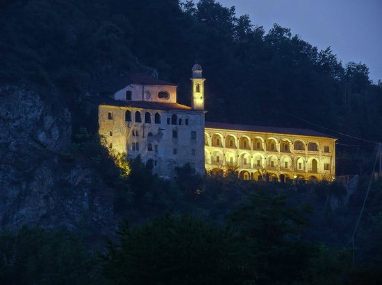 Villanova Mondovi, إيطاليا: Una veduta in notturna