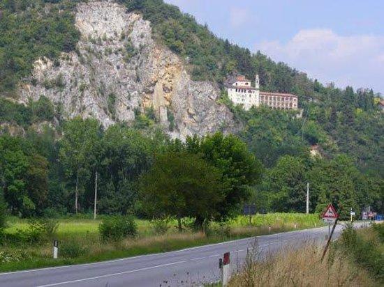 Santuario S. Lucia : Il Santuario visto dalla strada