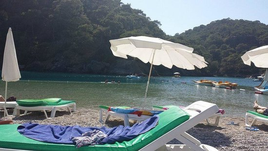 Plage d'Oludeniz (Lagon bleu) : Chargeable sunbeds, nice view