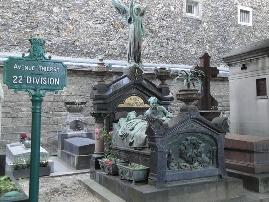 Cimetière du Montparnasse : Example of the art and excess to be seen