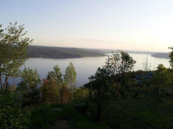 La Pourvoirie du Cap au Leste : Vue du châlet