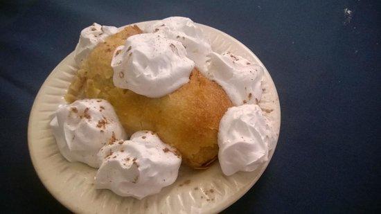 Sandra's German Restaurant: Apple Streudel for dessert