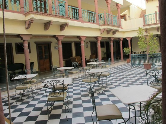 Ratan Vilas: Patio interior