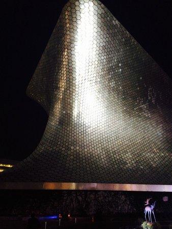 Museo Soumaya: Exterior nocturno