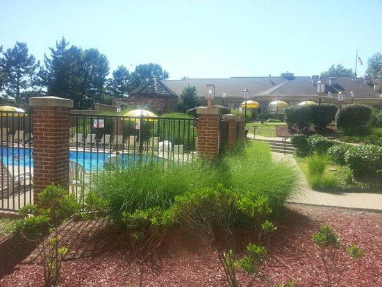 Days Inn - ST. Louis/Westport MO: View from the garden level rooms