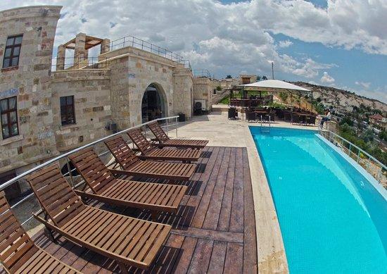 Doors Of Cappadocia Hotel: Pileta y Area de Desayuno