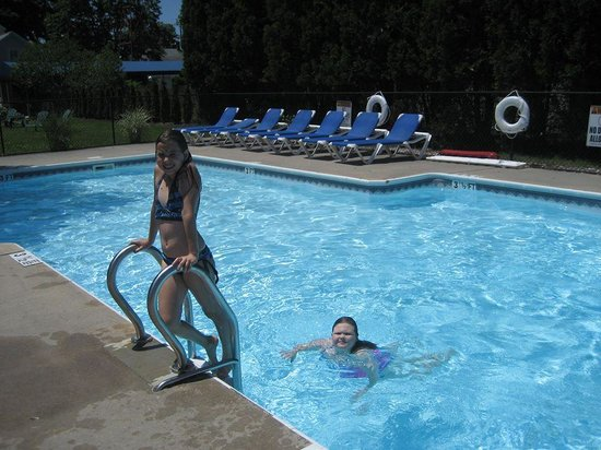 The Blue Inn At North Fork: Fun at the pool!