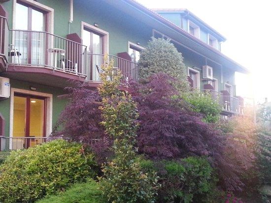 Lombina Hotel: Entrada principal