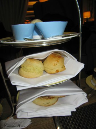 Athenaeum: Scones, clotted cream & fresh jam